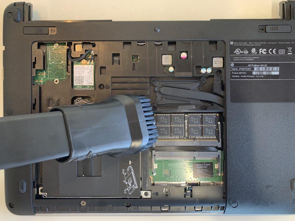 パソコンの内部清掃の写真